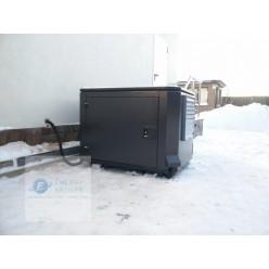 Генератор Honda EG5500CXS в кожухе с АВР установлен в одном из коттеджных поселков