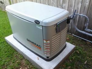 Генератор газовый Generac на фундаменте.